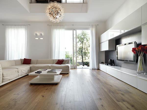 21 x 189 Lacquered Engineered Oak Flooring
